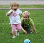 Ребенок часто падает. Что делать при падении малыша?