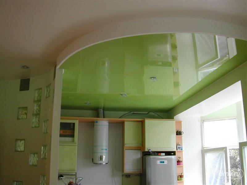 Интерьер потолка кухни