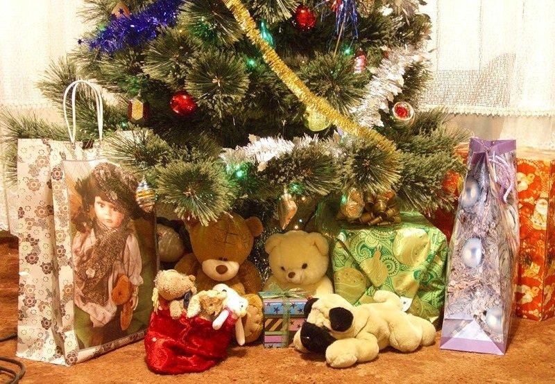 Как дарить малышам подарки на Новый год?