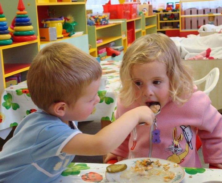 Стоит ли кормить малыша перед детским садом?