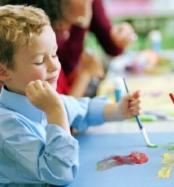 Как научить маленького ребенка рисовать портрет