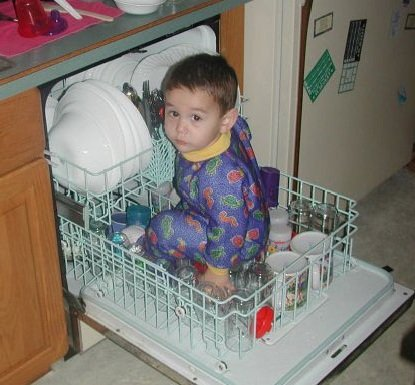 Как накормить и чем занять ребенка на кухне