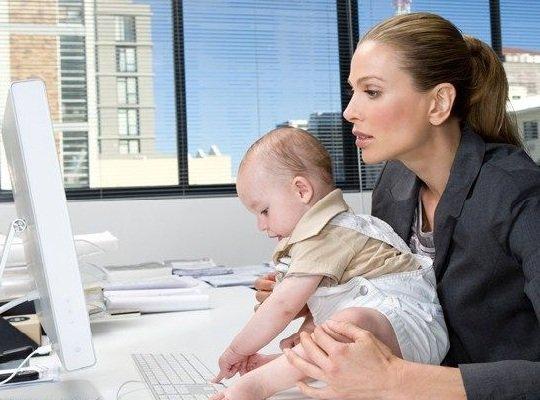 Работа и карьера молодой женщины.