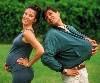 Муж во время беременности жены.