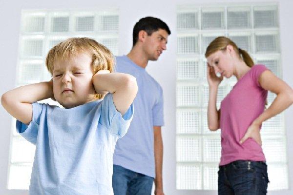 Скандалы родителей - оберегать ли ребенка?