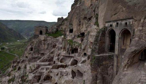 Дома пещеры фото ТОП-10 - Грузия, Вардзия