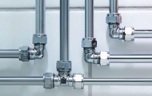 Процесс замены водопроводных труб