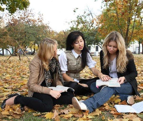 Как одеваться на учебу девушке студентке