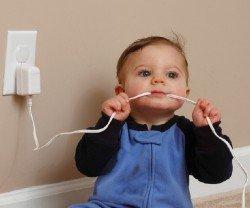 Безопасность дома для малыша