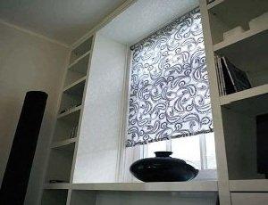 Классические горизонтальные жалюзи или оригинальные рулонные шторы
