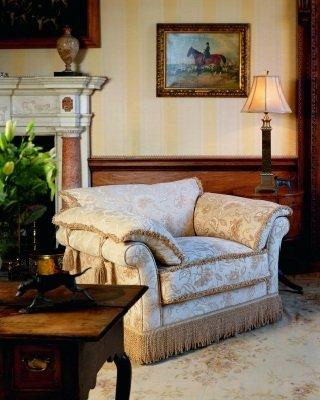 Как органично вписать в интерьер классическое кресло