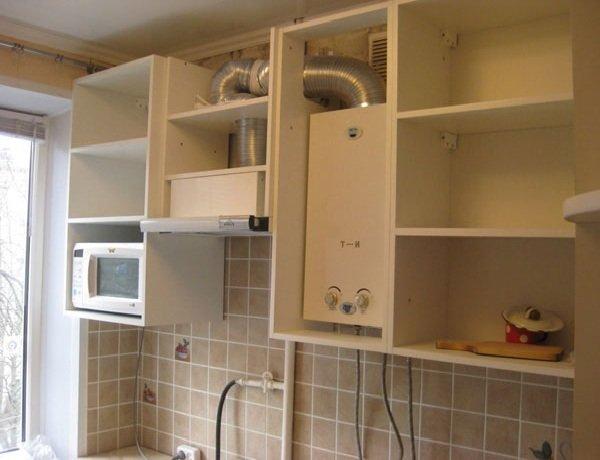 Дизайн кухни в хрущевку с газовой колонкой