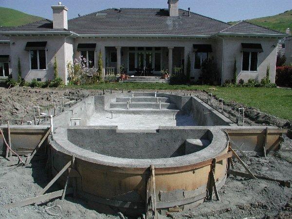Строительство бассейна из железобетона
