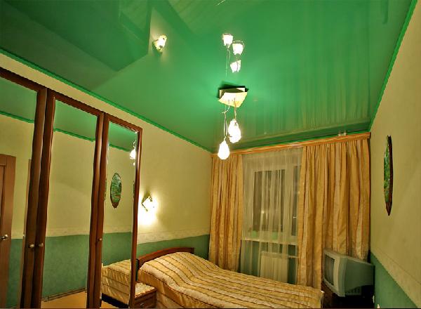 Натяжной потолок в спальне фото 3