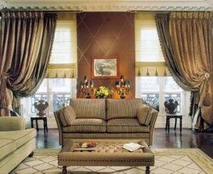Как выбрать шторы в зал с балконом