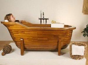 Деревянная ванна - оригинально для ванной комнаты