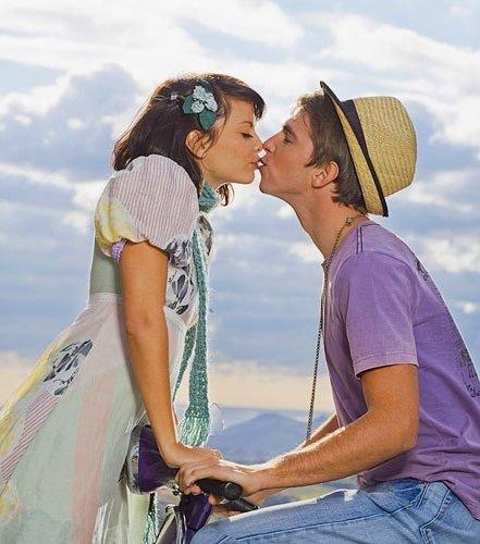 Почему и зачем люди целуются?