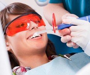 Ультразвуковая чистка зубов.