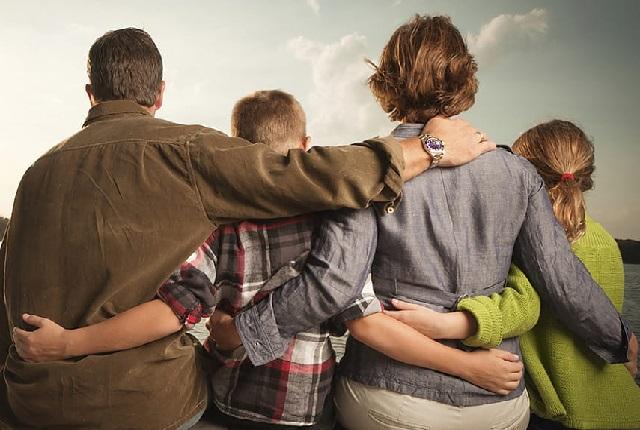 Родители ограничивают свободу подросткам.