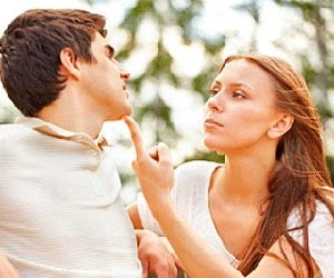 Как заставить девушку ревновать?
