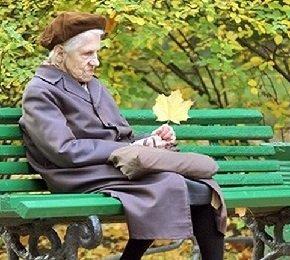 Пожилой человек не следит за собой