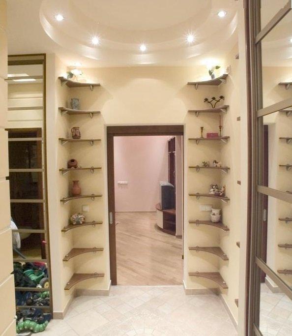 Как сделать маленький коридор просторным