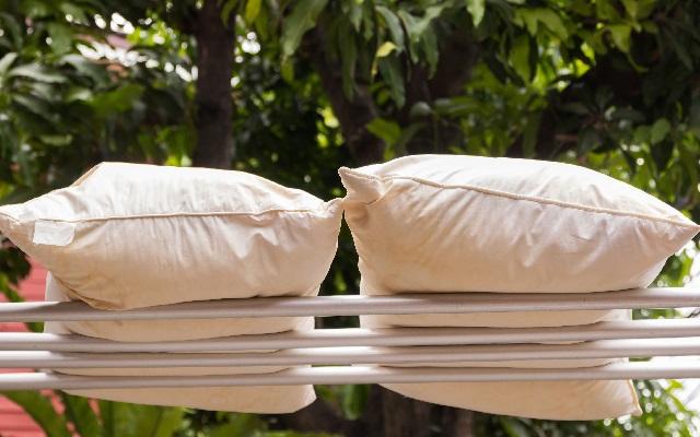 Как постирать подушку в домашних условиях.