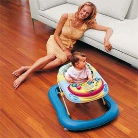 Нужны ли малышу ходунки
