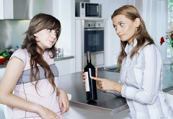 Девочка подросток выпивает – что делать?