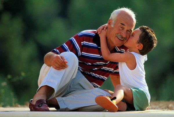 Дедушки в воспитании внуков