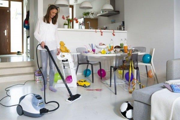 Генеральная уборка в комнате.