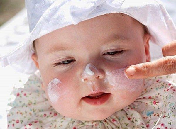 Как ухаживать за кожей новорожденного малыша