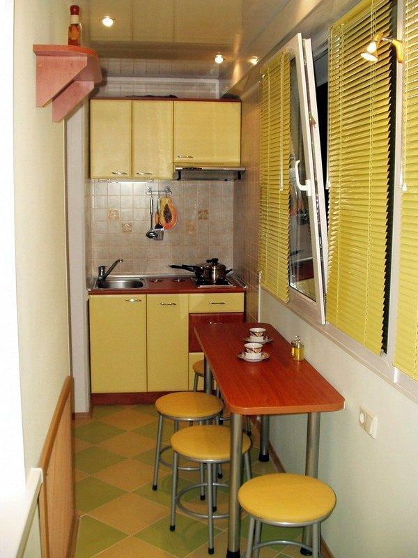 Маленькая кухня на лоджии или балклне