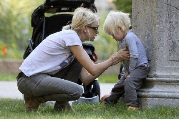 Истерика у ребенка, что делать родителям?