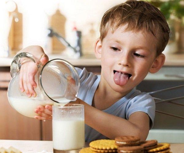 Коровье молоко детям старше трех лет полезно!