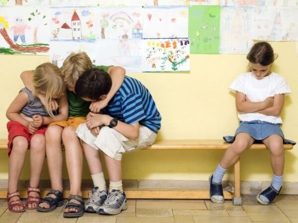 Отвержение ребенка группой сверстников
