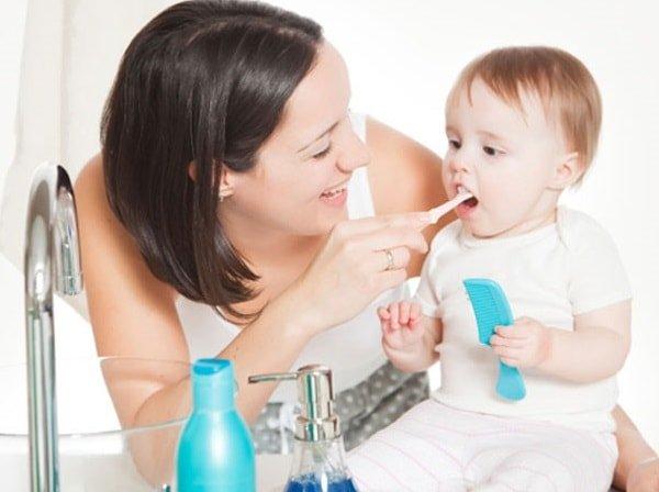 Как ухаживать за детскими зубками правильно?