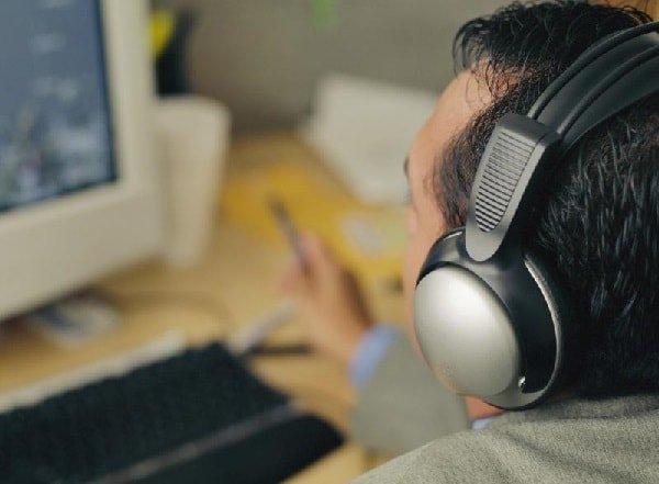 Музыка в работе помогает