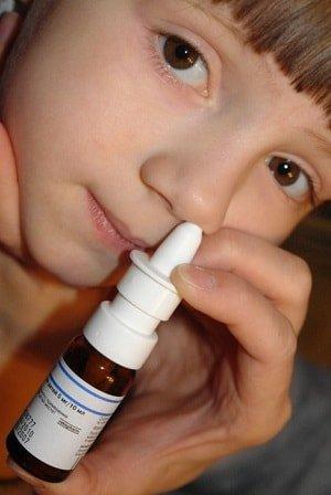 Сосудосуживающие капли в нос для детей вредны?
