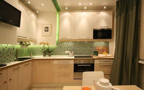 Свет на маленькой кухне