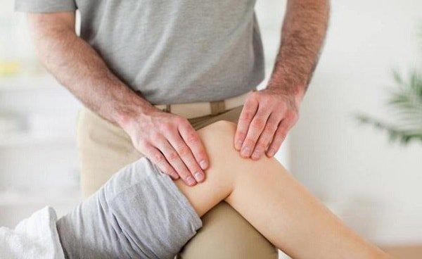 У подростка болят колени – что делать?