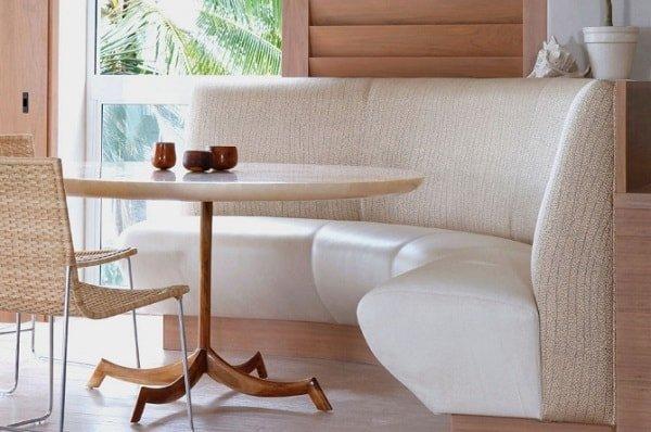 Полукруглый маленький диванчик на кухню