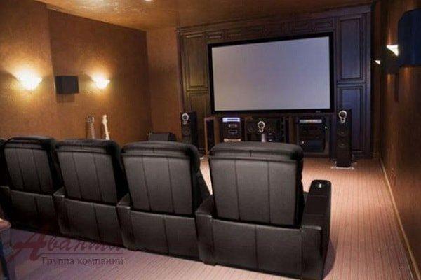 Интерьер домашнего кинотеатра в гостиной