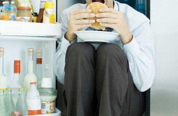 Переедание во время стресса и эмоциональные барьеры