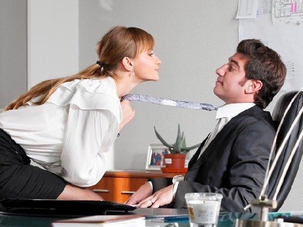 Сексуальные домогательства на работе – что делать?