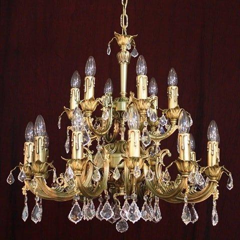 Светильники и люстры предлагает фабрика Лампада