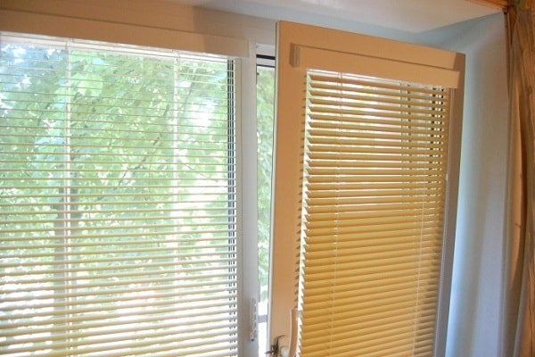 Жалюзи изолайт или рулонные шторы