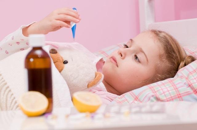 Как сбить высокую температуру ребенку в домашних условиях быстро?