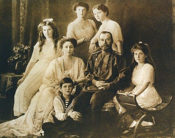 Последний царь России Николай II с семьей