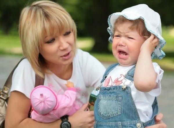 Плач ребенка манипулятивный и простой, крик и истерика